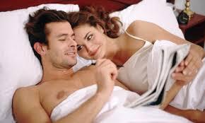 couple dans le lit