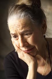 vieille femme stressée
