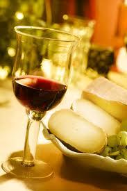 vin rouge sur table noel