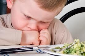 enfantn finir assiette