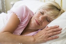 femme mure qui dort