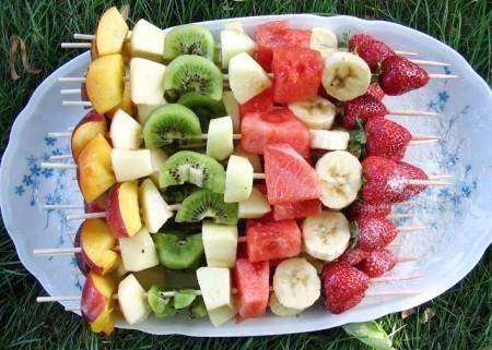 Recette de brochettes de fruits colorée et savoureuse