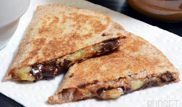 """""""Tortillas-grill"""" banane, chocolat et beurre d'arachide"""